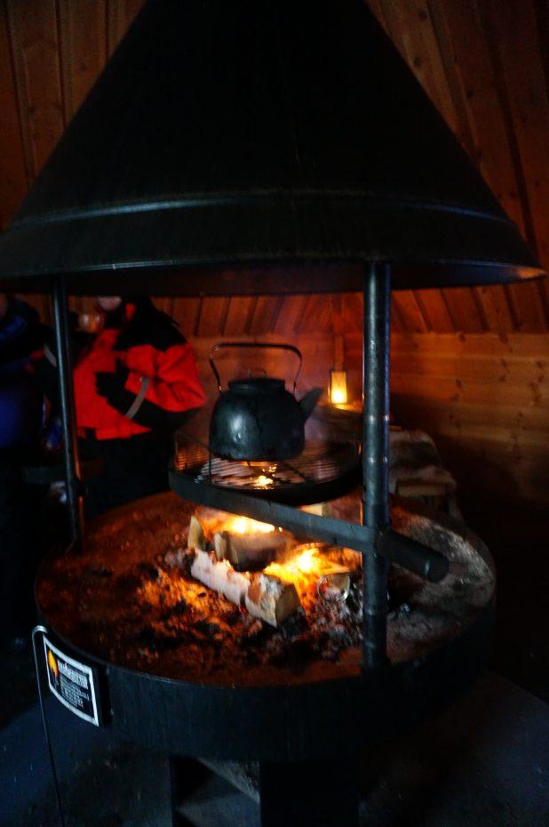 Opwarmen bij het vuur