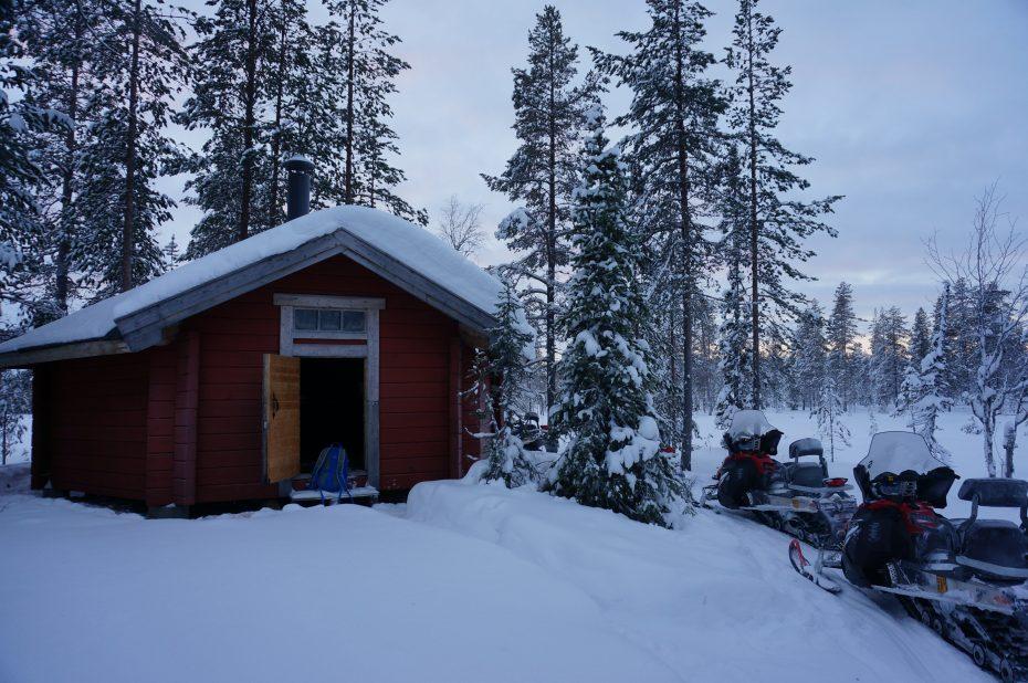 Opwarmen en eten bij een hut