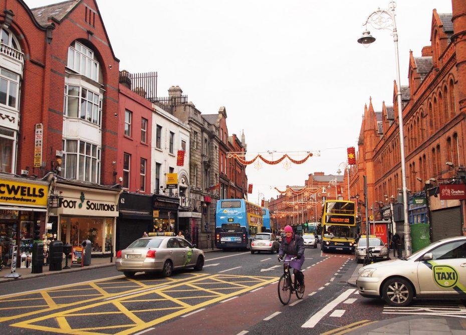 Drukke straat in Dublin