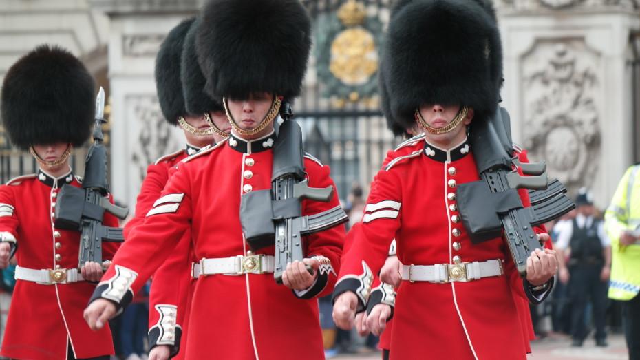 Wisseling van de wacht bij Buckingham Palace.