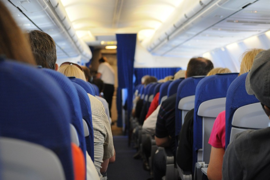 ergernis-slapende-mensen-in-het-vliegtuig