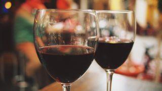 In deze landen drink je het goedkoopste glaasje wijn