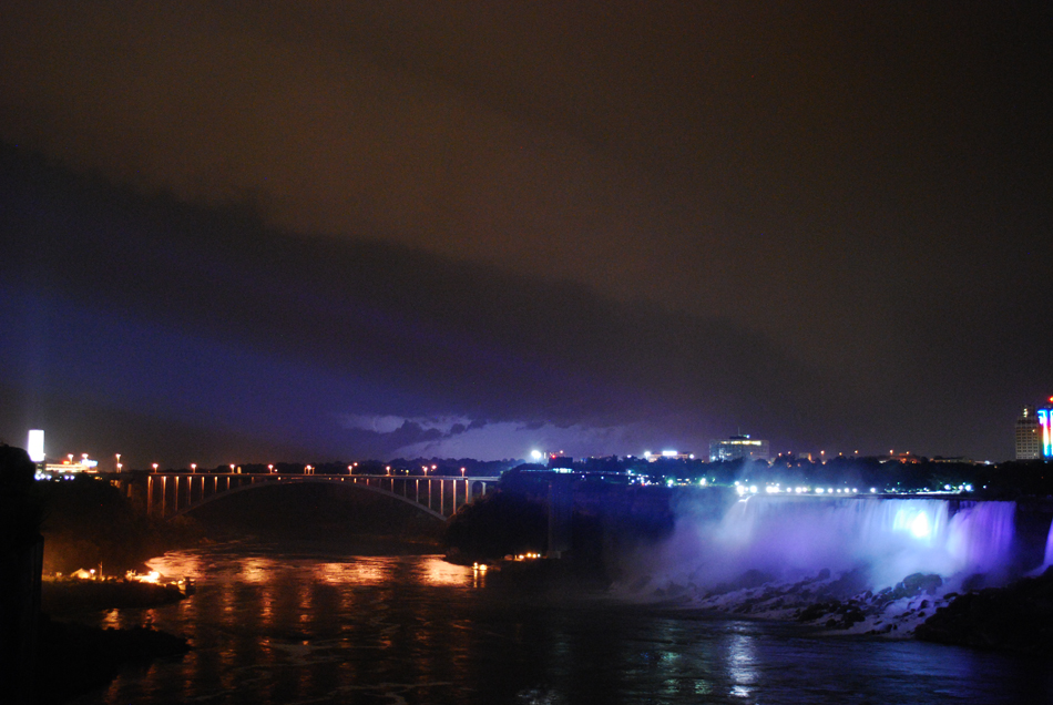 Niagara Falls, by night!