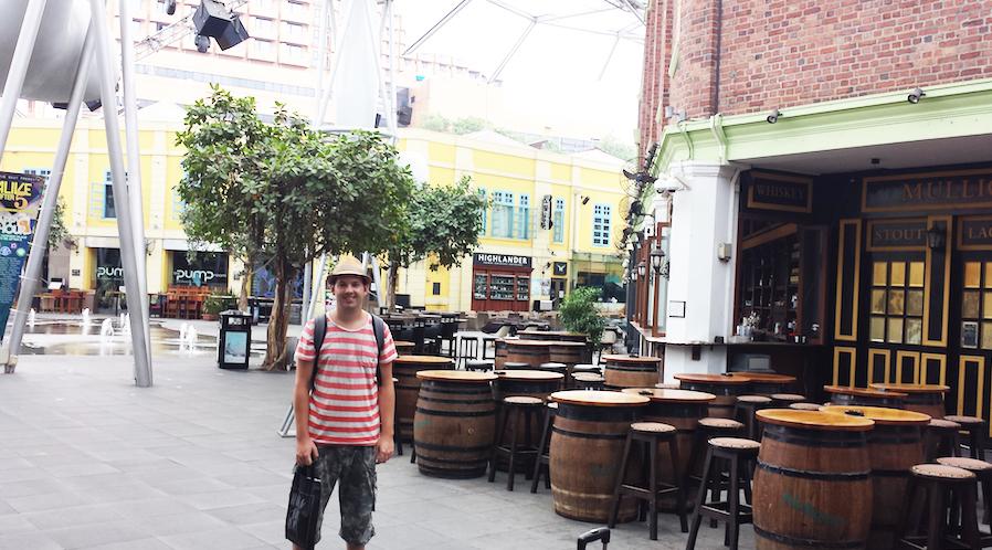 Stedentripper Jesper in het moderne gedeelte van Singapore