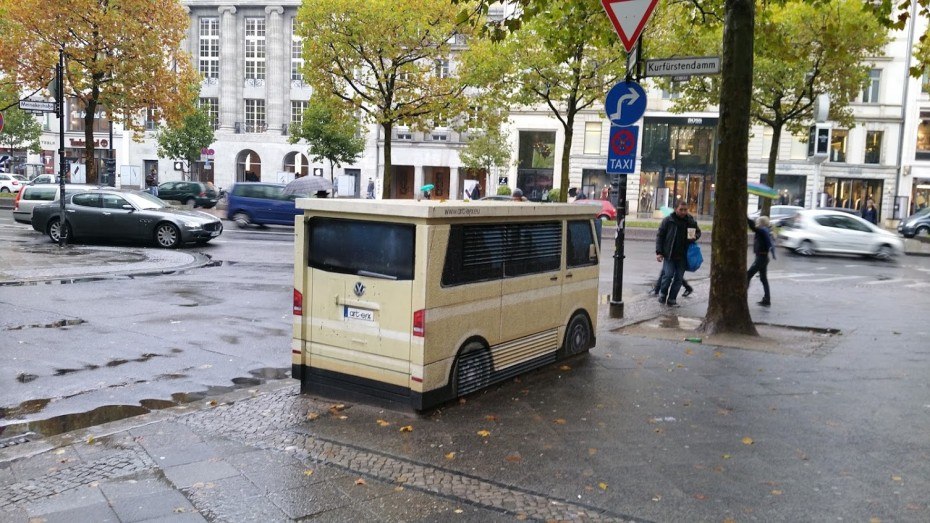 Elektriciteitskastje omgetoverd tot Volkswagen
