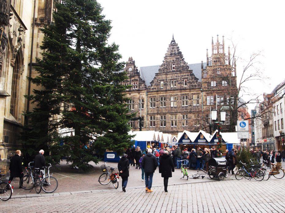 Het wordt steeds drukker bij de kerstmarkt