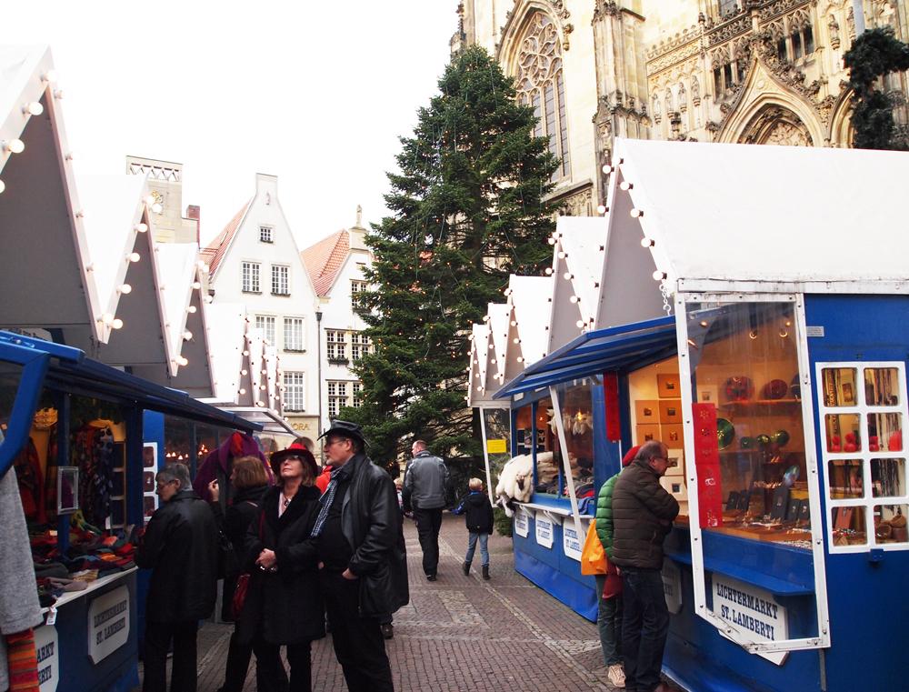 Er zijn 6 verschillende kerstmarkten verspreid over de stad.