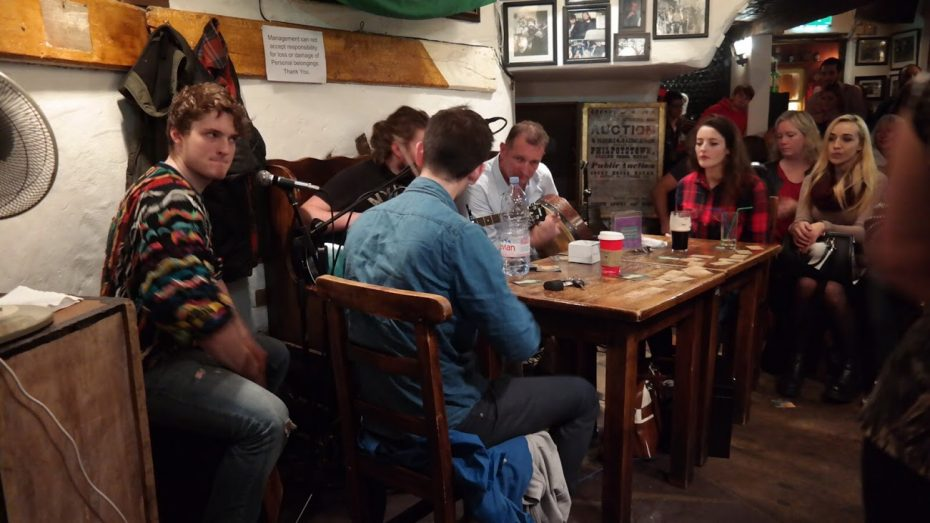 Ierse familie maakt muziek in 'The Celt'