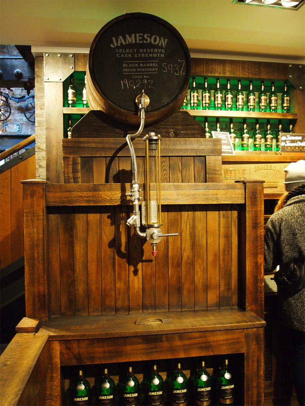 Jameson Distillery Dublin - Whiskey tap