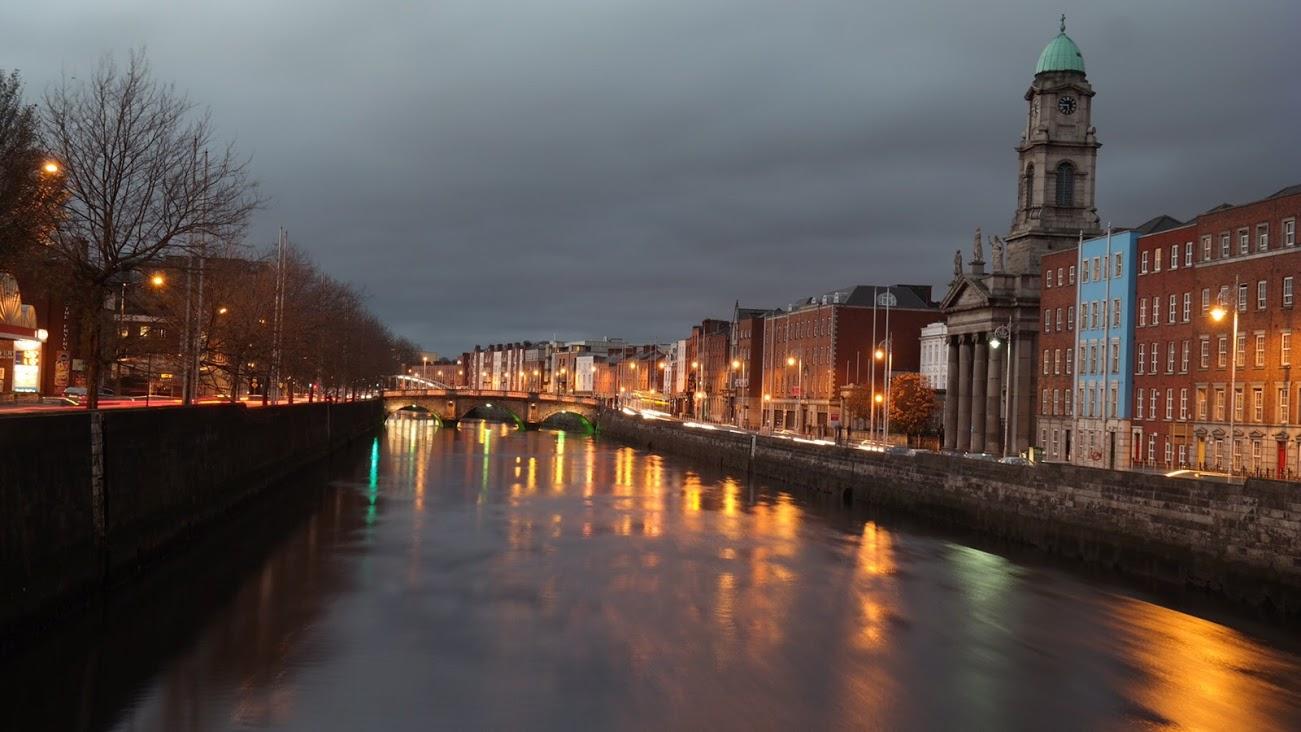 Rivier in Dublin in de avond!