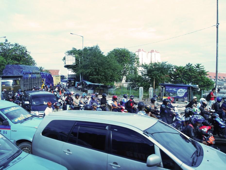 Drukte op de wegen rond Jakarta