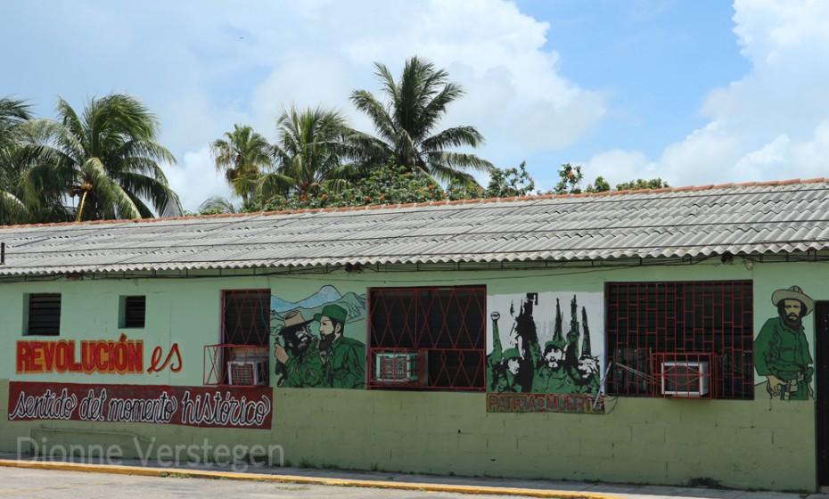 Ook zie je in Cuba overal odes aan de revolutie, Ché Guevara en Fidel Castro