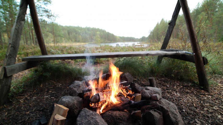 Vuur maken in de avond