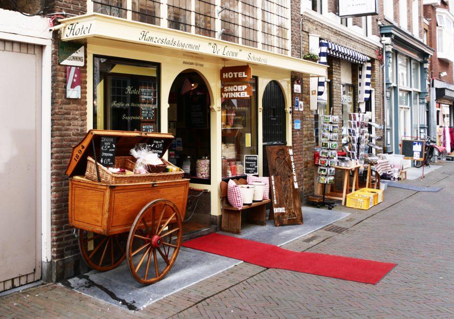 otel Hanzestadslogement de Leeuw/Hanzemuseum/snoepwinkel & schenkerij.