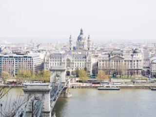 Prachtig uitzicht over de kettingbrug en de stad Boedapest!
