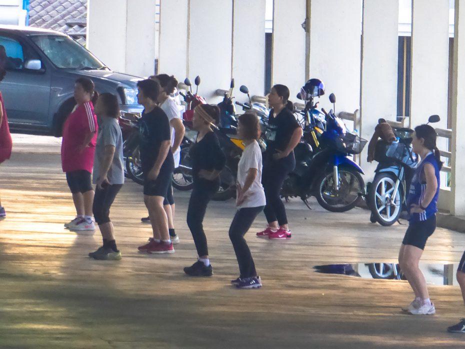 In Thailand fitnessen ze op bijzondere plekken!