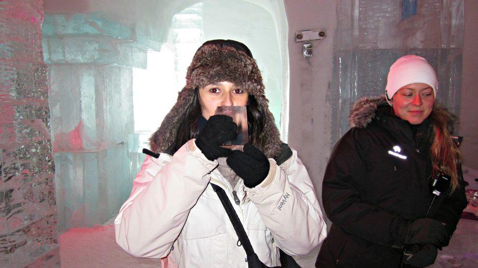 Sofie in een ijsbar!