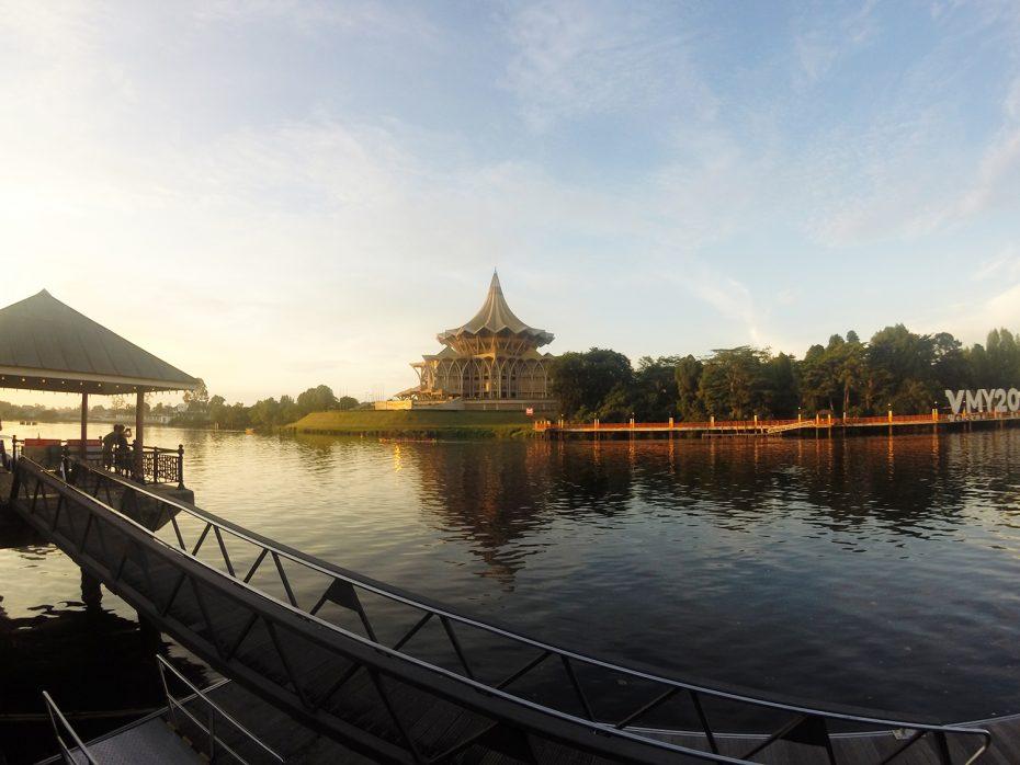 De boulevard van Kuching, Borneo