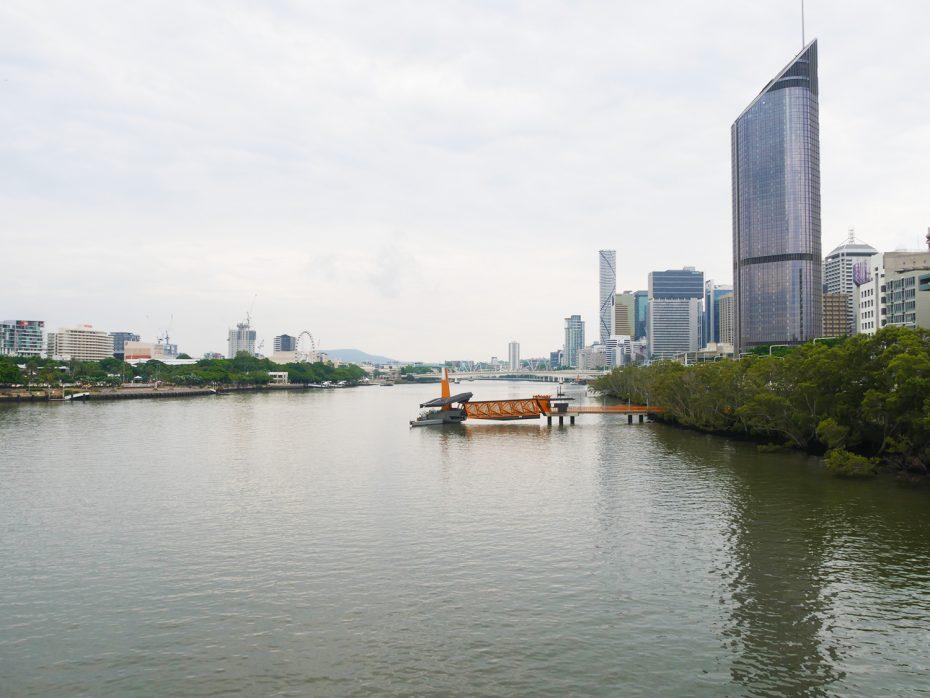 De rivier door Brisbane