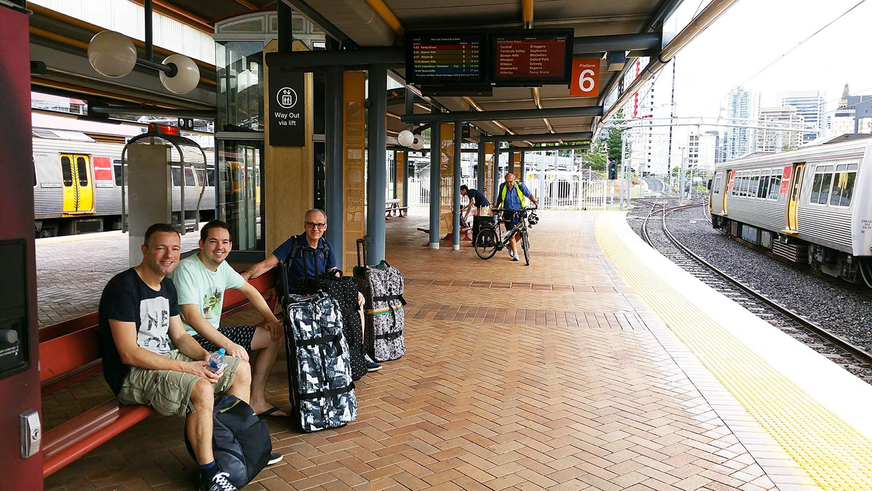 Trein richting het vliegveld van Brisbane!