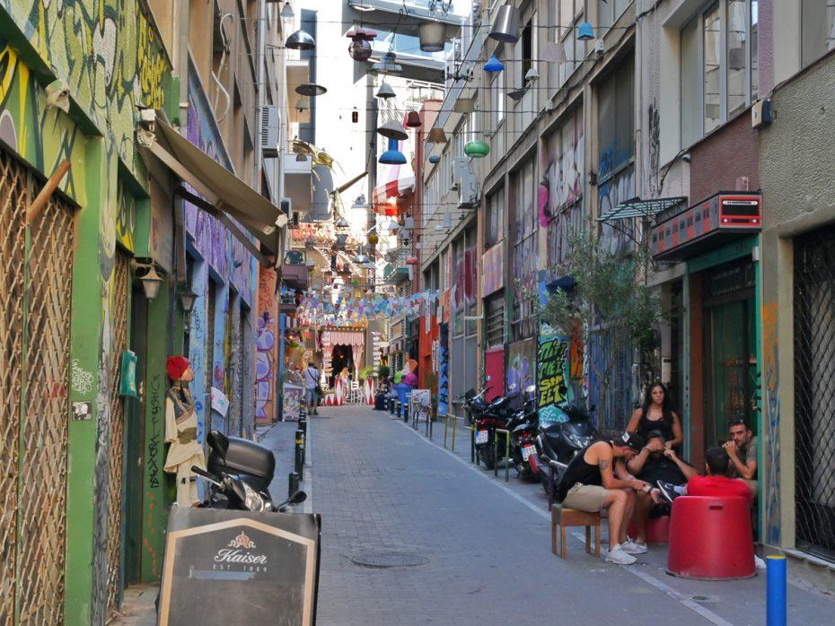 Vrolijk circus straatje in Athene!