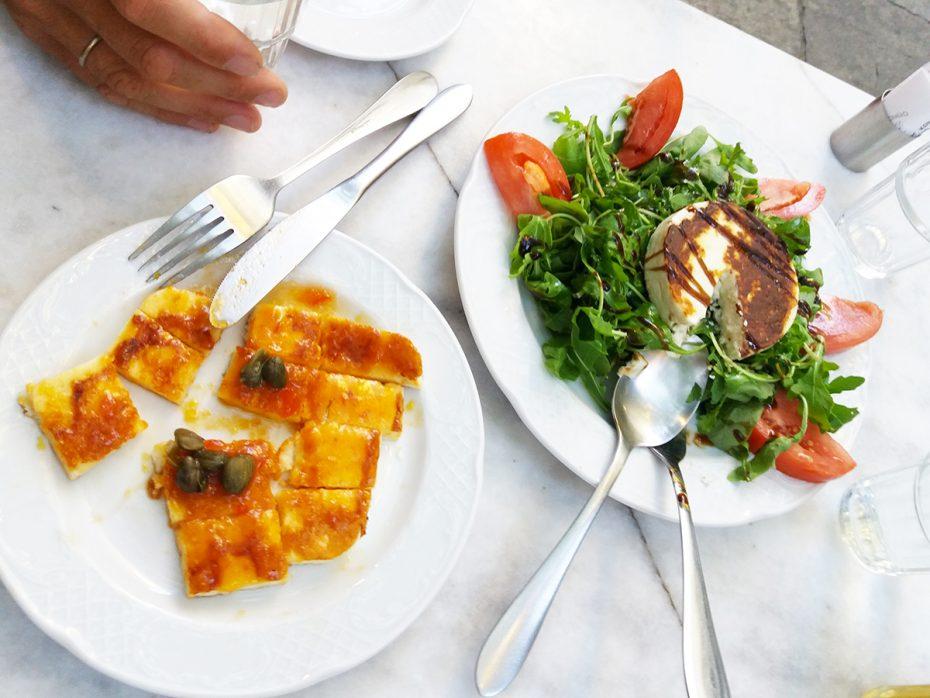 Griekse kaas en salade tijdens de foodsafari!