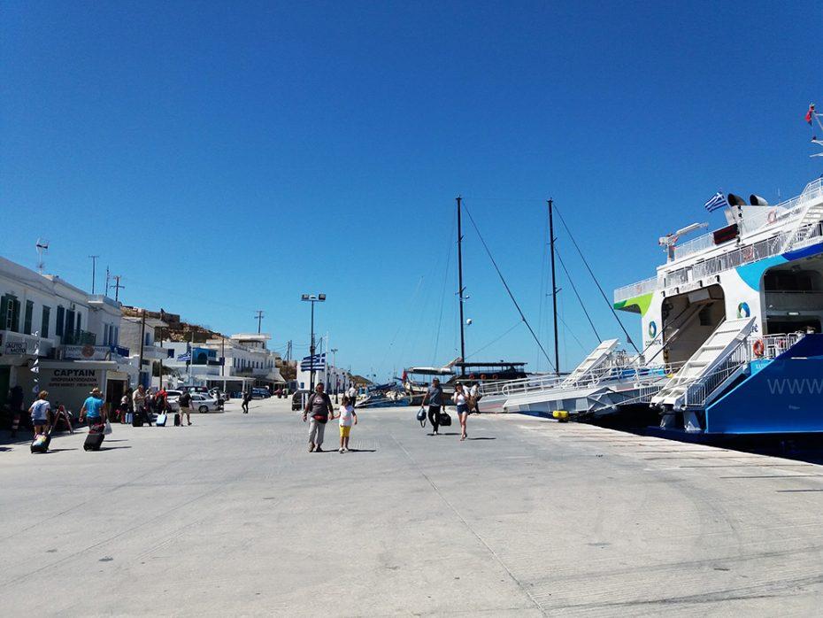 Aankomst bij de haven van Katapola op Amorgos