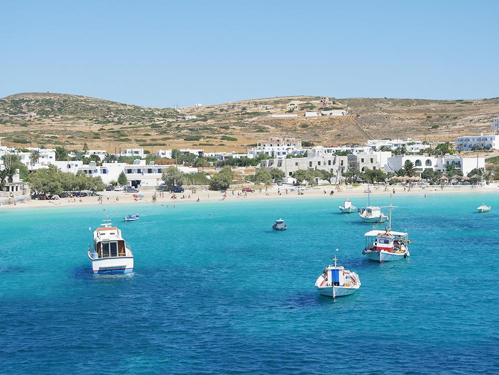 Prachtige uitzichten op de andere eilanden tijdens onze trip van Athene naar Amorgos!