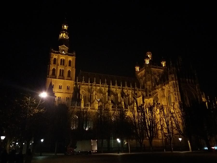 Weekendje Den Bosch - Sint-Janskathedraal in de avond