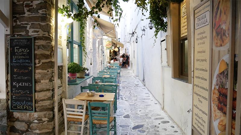 Leuke sfeervolle straatjes vol met restaurants