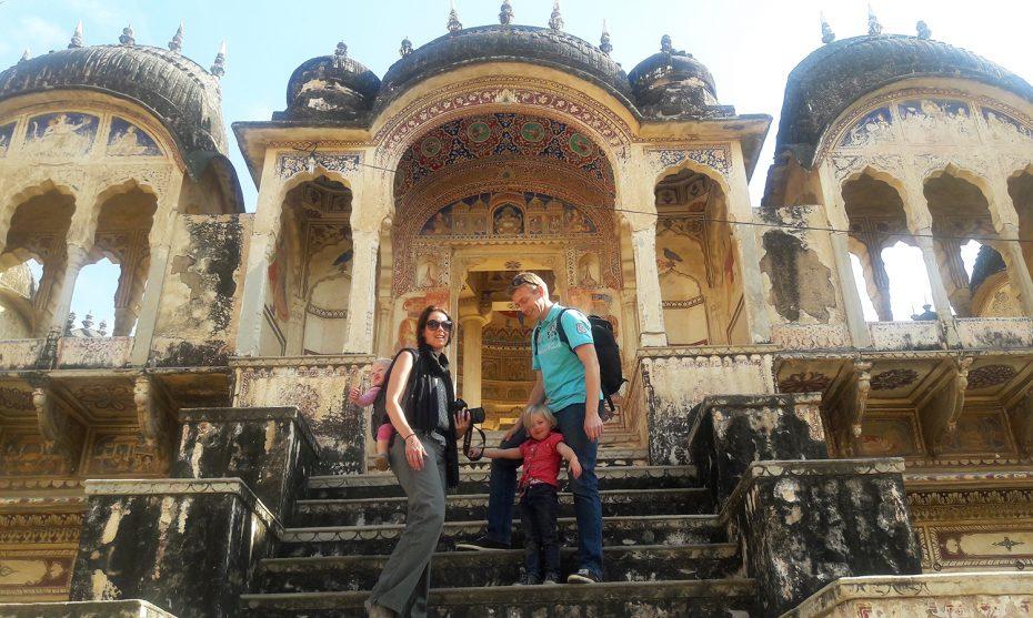 Yvonne met haar gezin in India