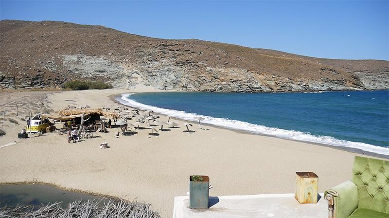 Prachtig uitzicht op de surfspot van Tinos