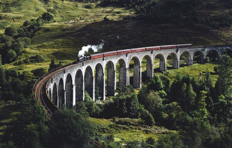 The Jacobite Train en het Glenfinnan Viaduct-schotland