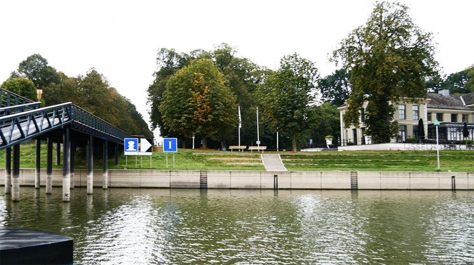 IJsselhotel en pontje naar de stad