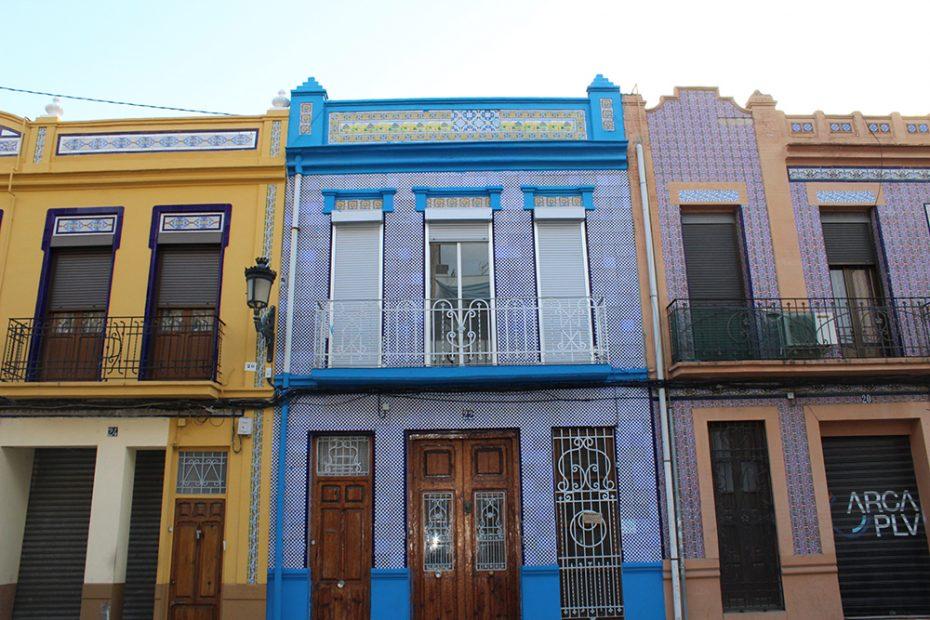 Gekleurde huisjes in de wijk Cabanyal