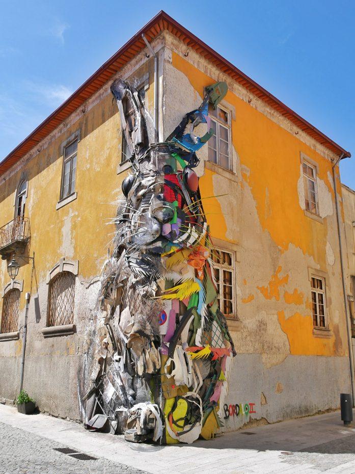 Kunst in de vorm van een konijn, bij de haven van Porto