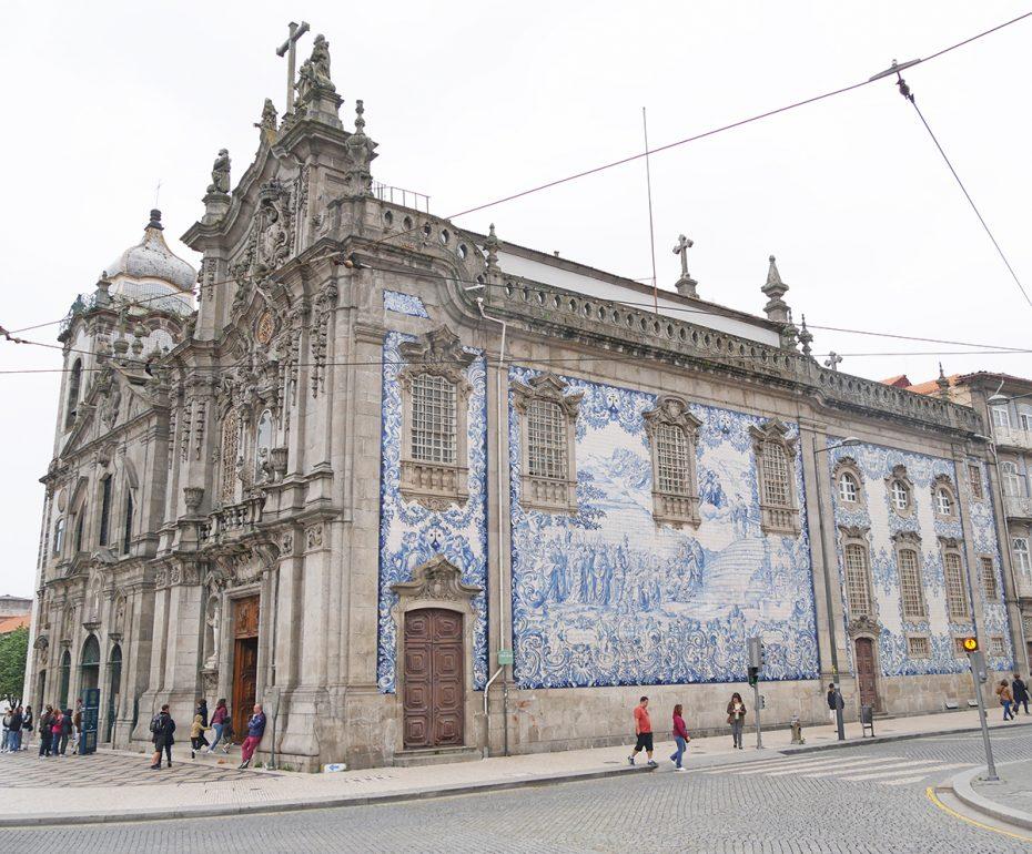 In de stad kun je verschillende mooie kerken spotten - Stedentrip Porto