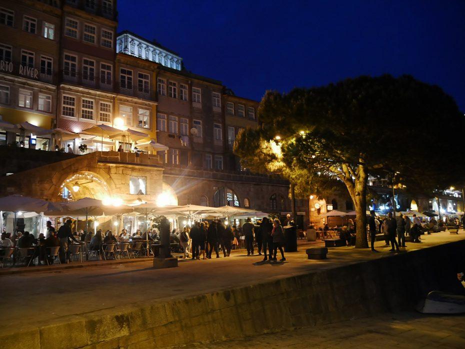 Barretjes en restaurants bij de haven