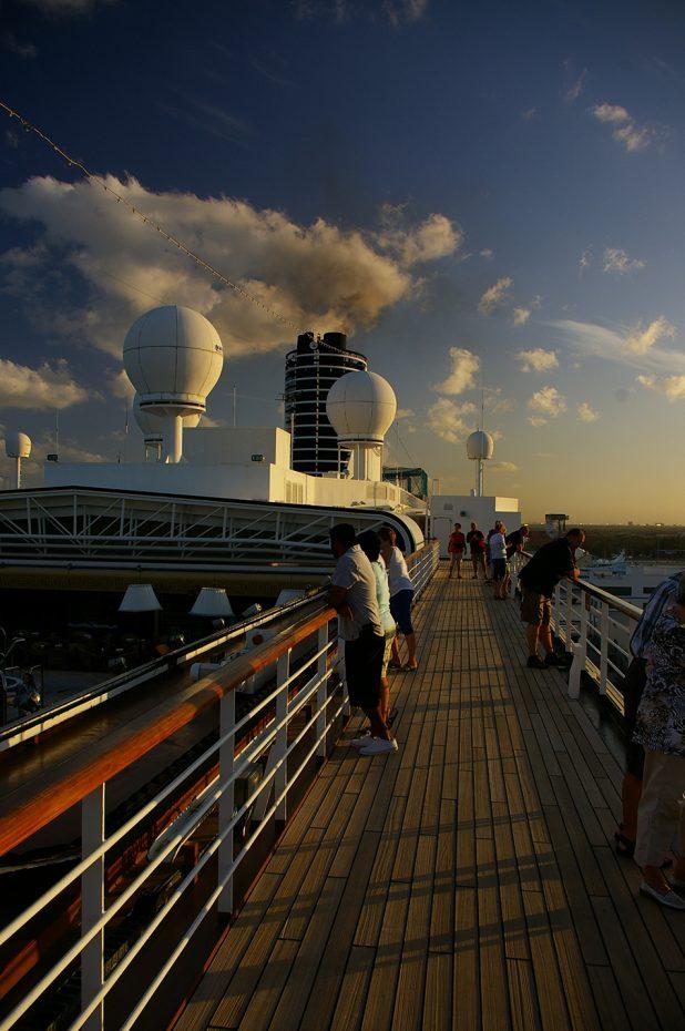 Op het cruiseschip in de avond