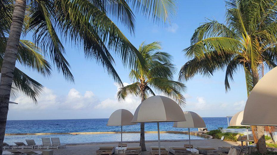 Jan Thiel Beach is een prachtige tropische strand waar van alles te beleven is.