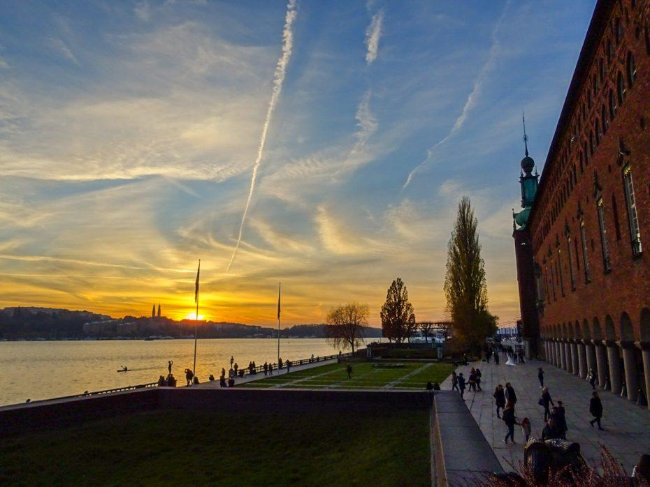 Stadhuis met zonsondergang