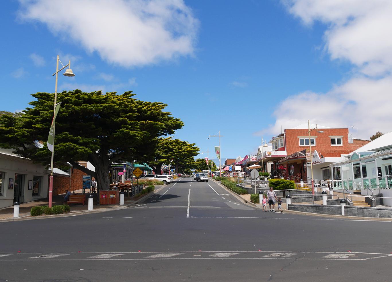 Hoofdstraat die loopt naar kust, Phillip Island