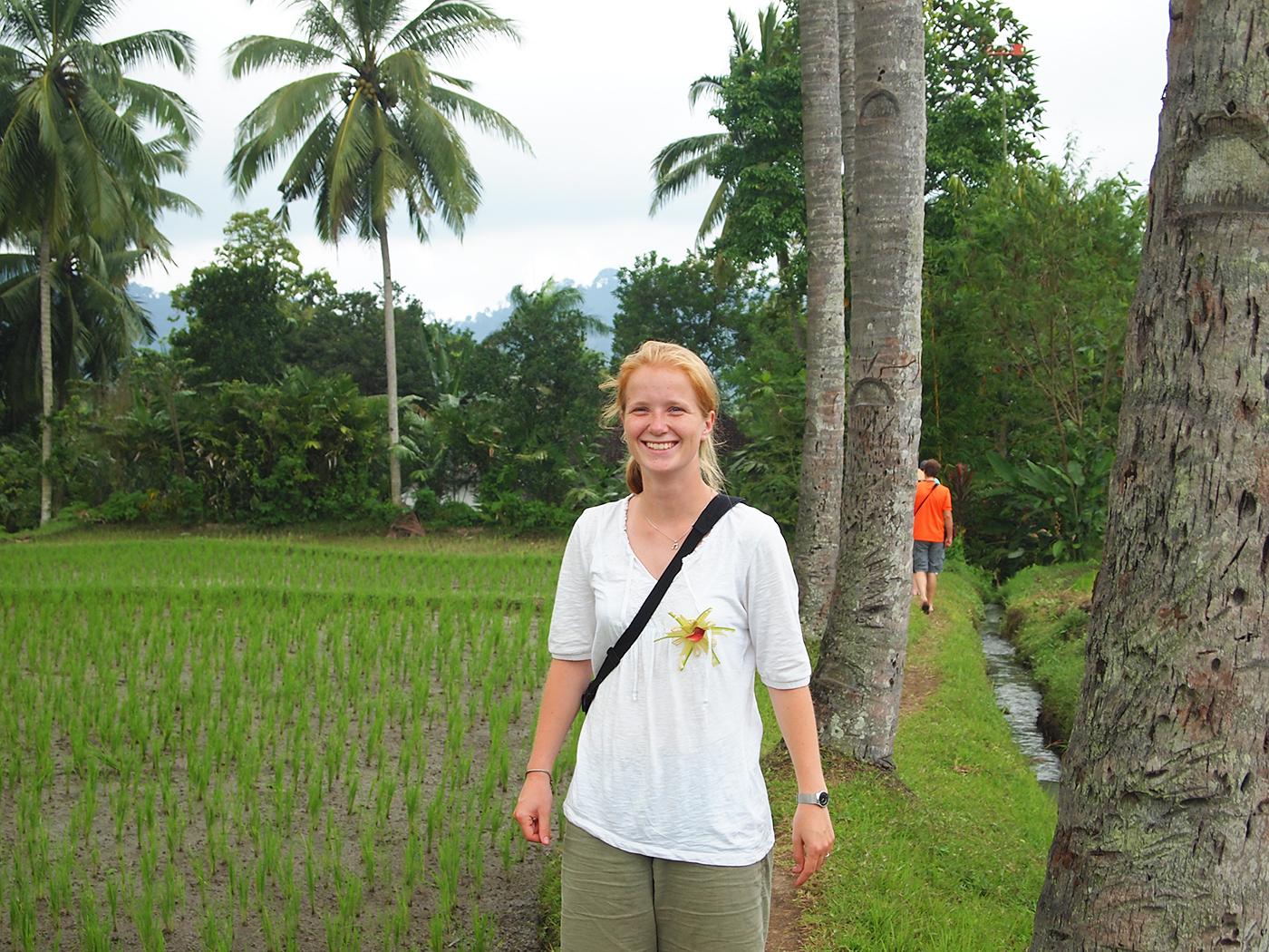 Marloes tussen de rijstvelden op Java