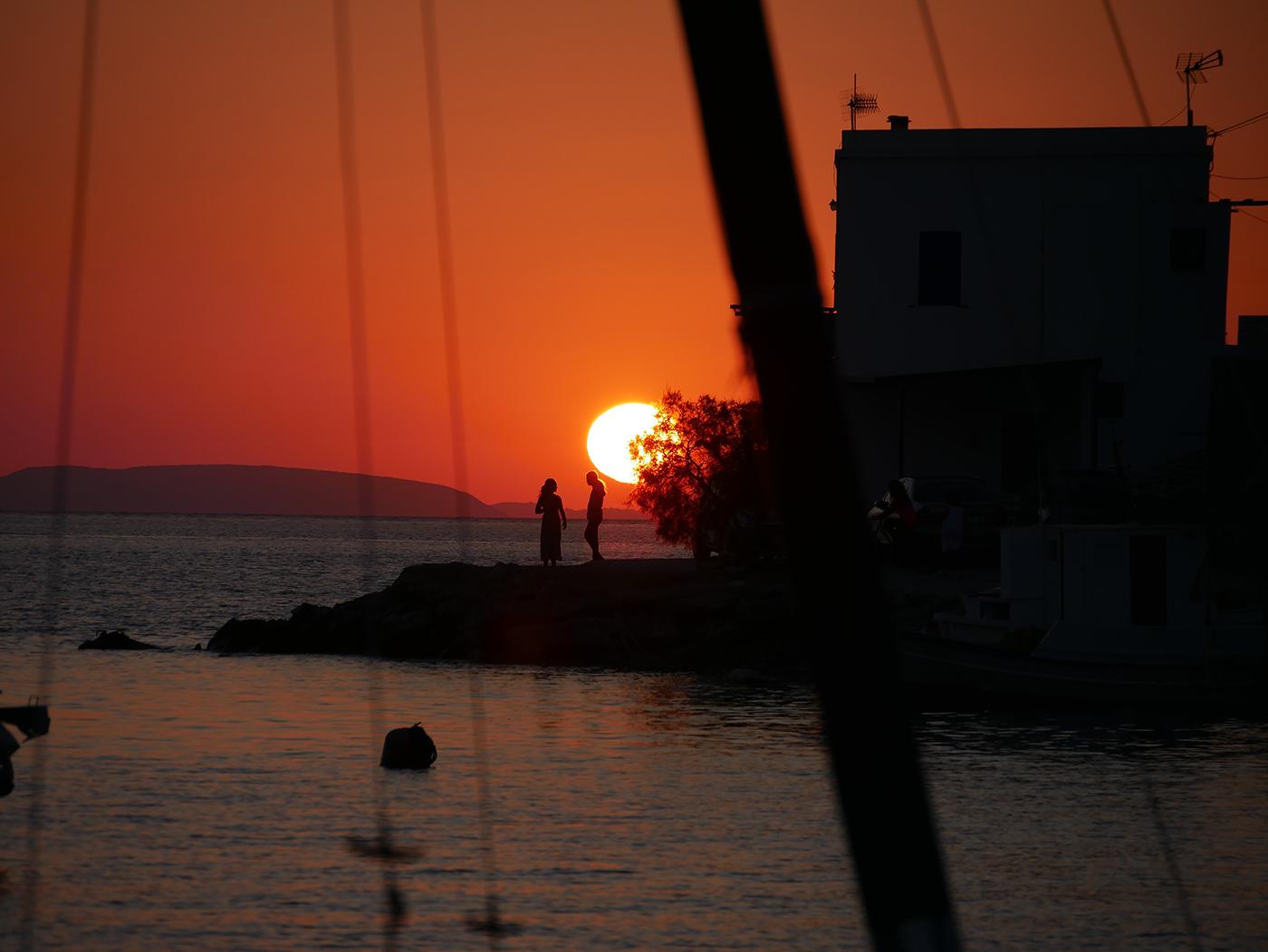 Romantische sfeer tijdens mooie zonsondergang op Amorgos