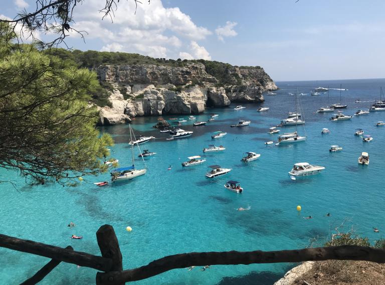 Menorca; azuurblauw water, natuur en gezellige stadjes