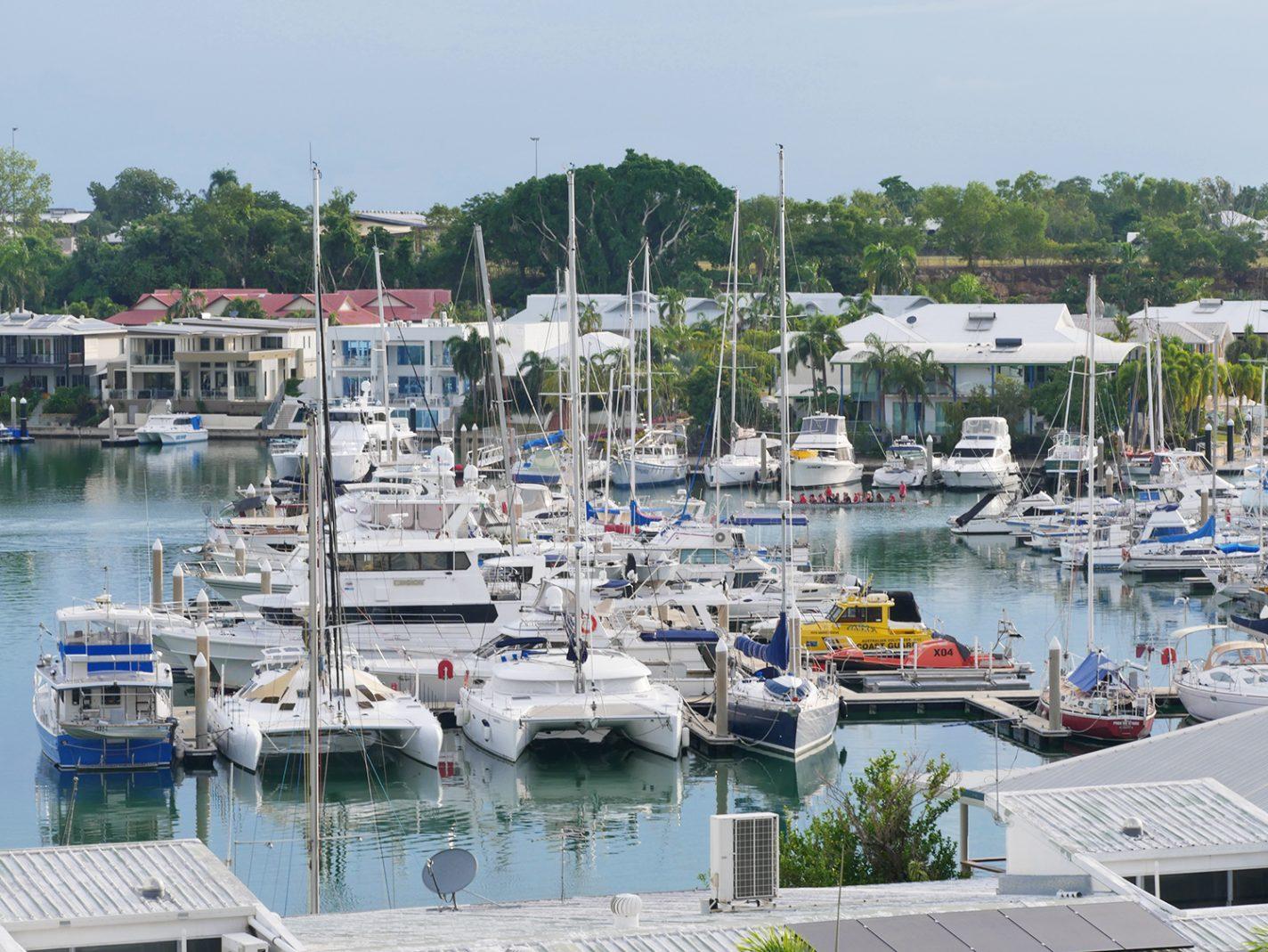 De haven van Cullen Bay