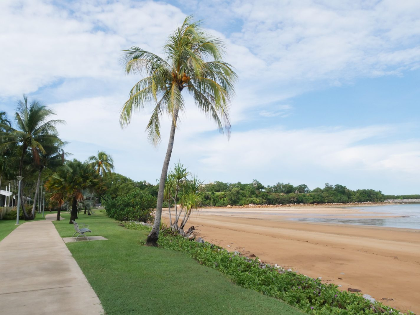 Lange mooie wandelpaden langs de zee richting de Botanische tuinen