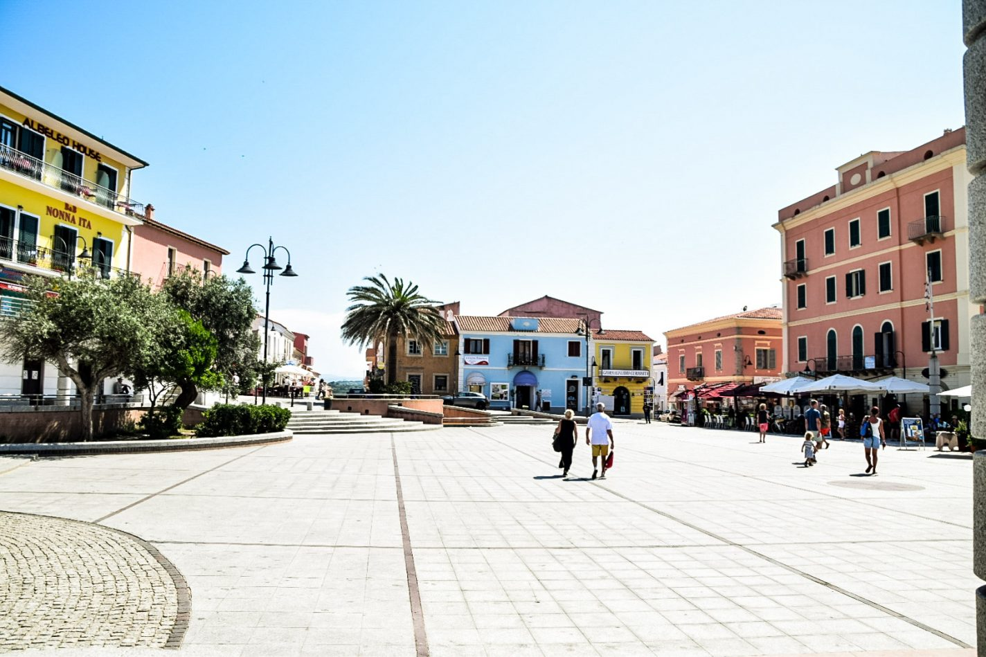 Piazza San Vittorio - het plein van Santa Teresa Gallura - Sardinië