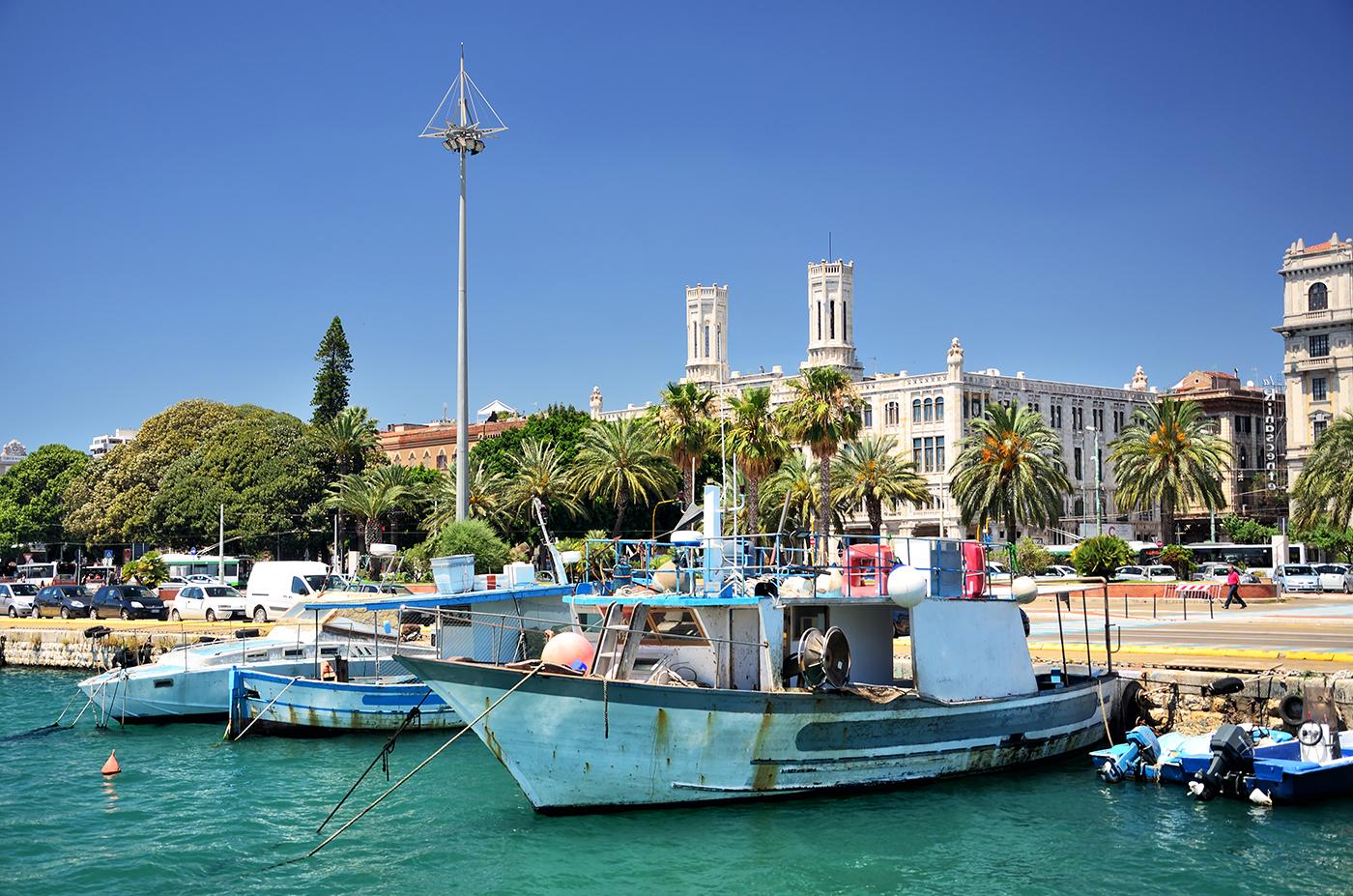 Bootjes in de haven van Cagliari