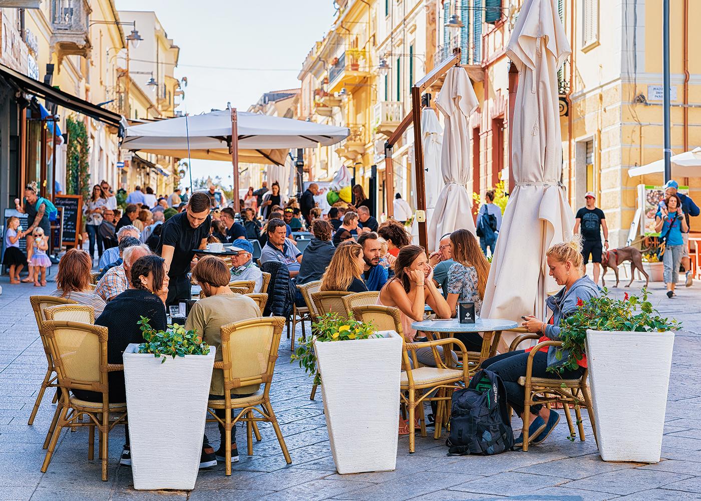 Gevulde terrasjes in Olbia (Sardinië)